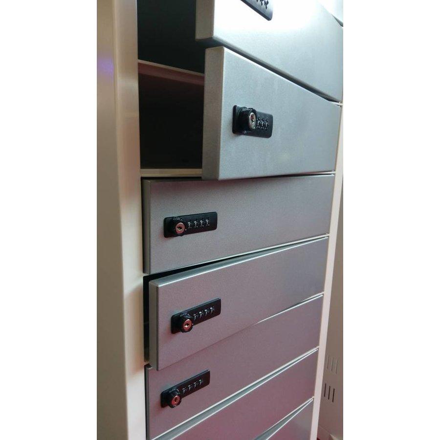 Vrijstaande locker, per vak één 220V en twee USB aansluitingen. Vakken afzonderlijk afsluitbaar met codeslot-1