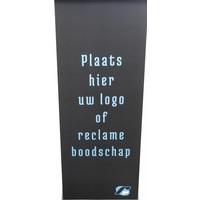 Display plaat in wit of zwart, met optioneel bedrukking. Geschikt voor alle vloerstandaarden Lusso, Fino, Meglio en Securo