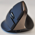 Delux Mini Jet Black draadloze rechtshandige ergonomische muis