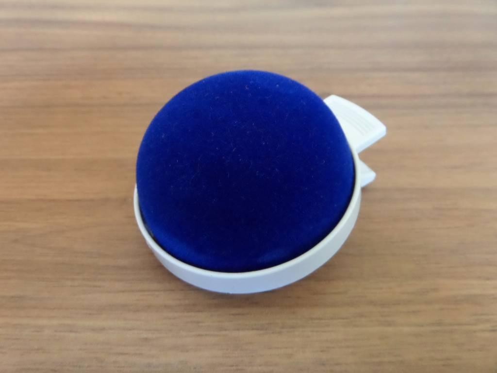 JKOS Nadelkissen in Blau mit Clip - Optimal für Moderationen