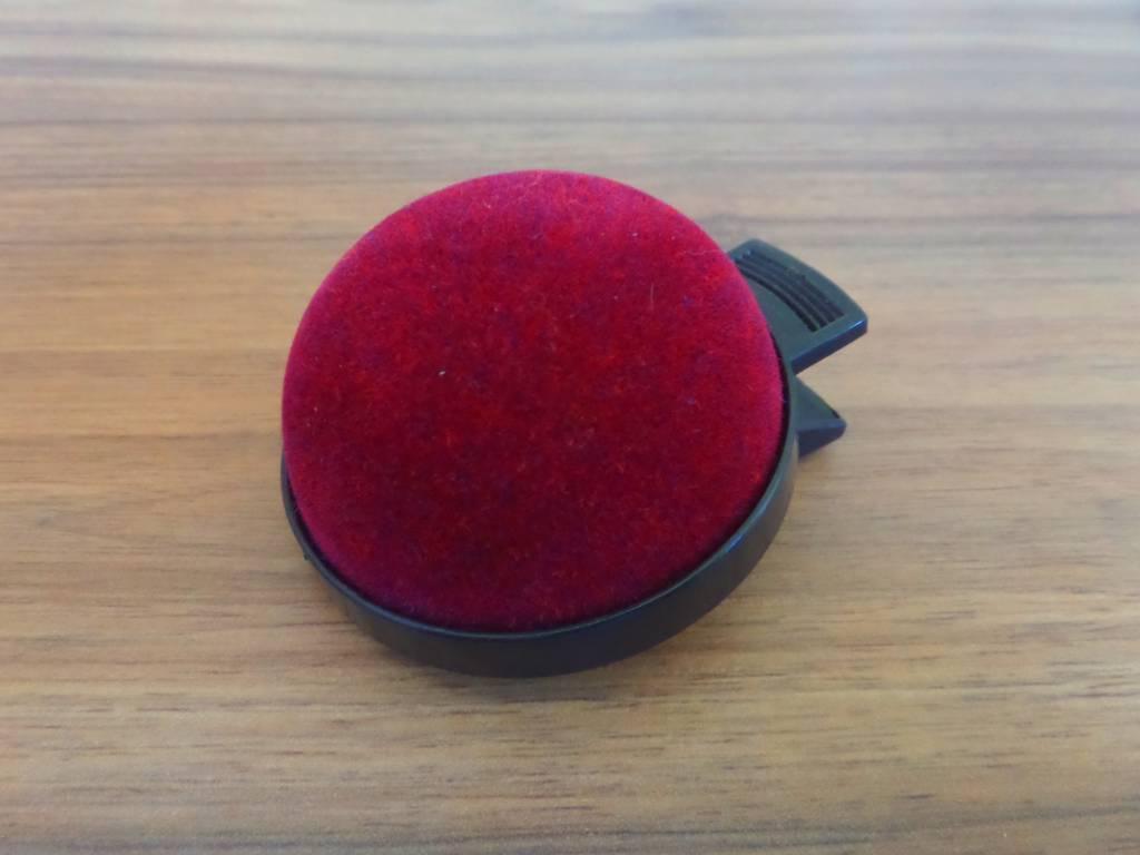 JKOS Nadelkissen in Bordeaux-Rot  mit Clip - Optimal für Operationen