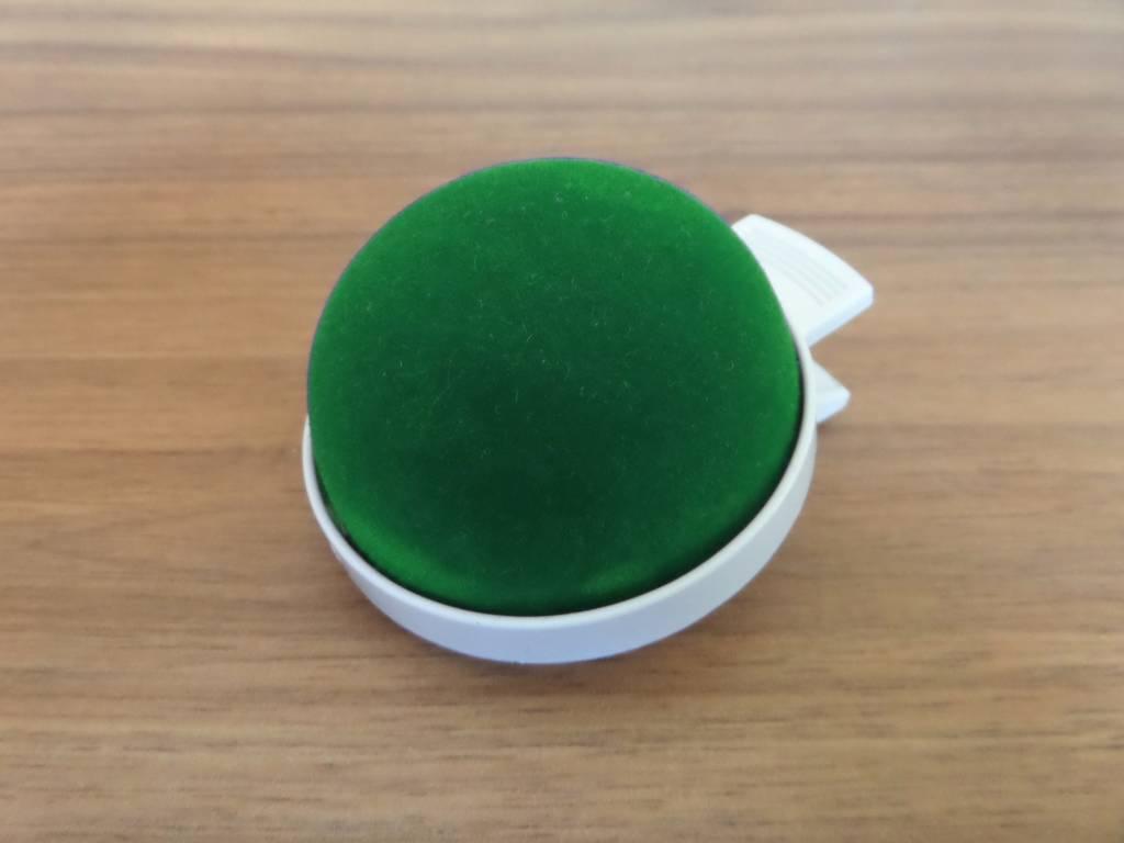 JKOS Nadelkissen in Grün mit Clip - Optimal für Moderationen