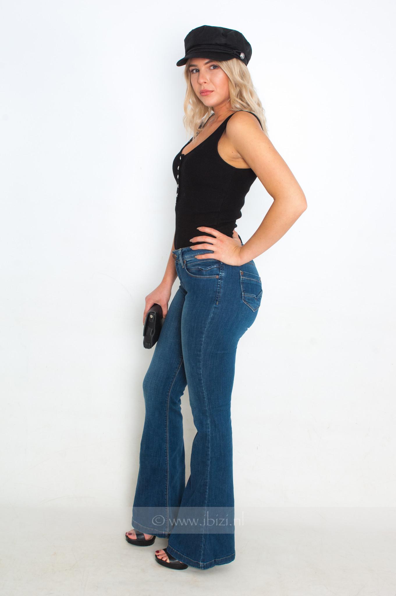 Flared Jeans Combineren - Flared - Broek - Uitlopend - Trend