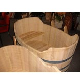 Luxurious oval bathtub large