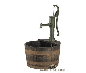 Water kuip whisky met gietijzeren hand pomp
