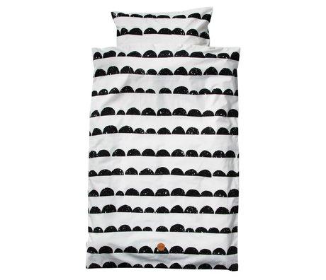 Ferm Living Bedding Half Moon Junior Set sort og hvid økologisk bomuld 100x140cm inkl pudebetræk 46x40cm