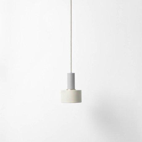 Ferm Living Disco colgante de luz baja metálica de color gris claro