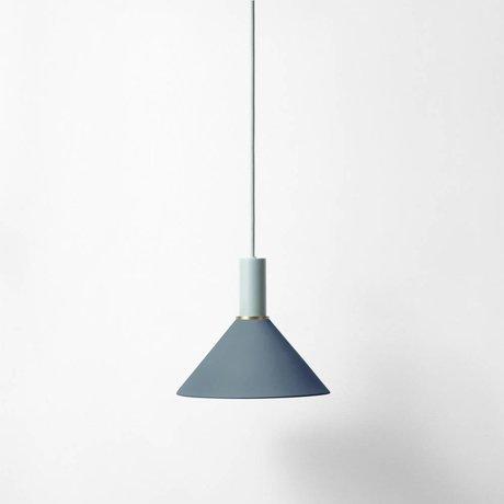 Ferm Living Cono Hängelampe azul de metal de color gris claro oscuro baja