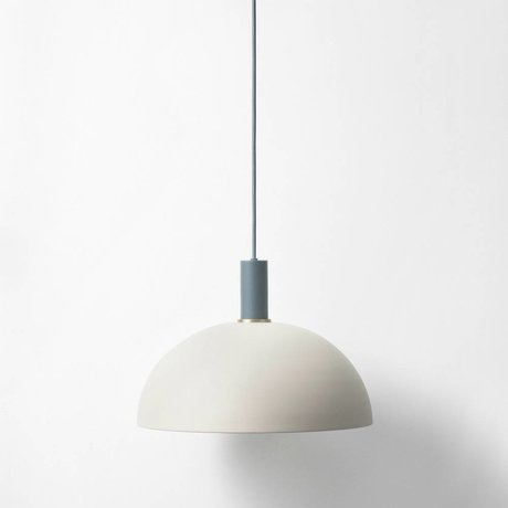 Ferm Living Lámpara colgante Cúpula de poca luz gris metálico de color azul oscuro