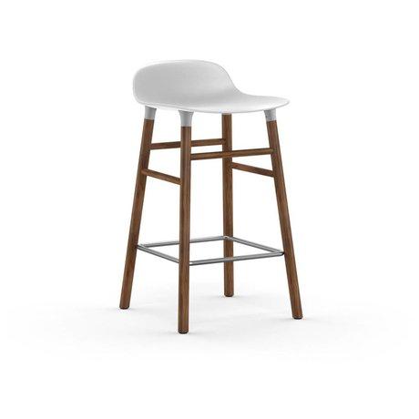 Normann Copenhagen Barstool form hvid plast valnød 77x40,8x42,2cm