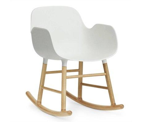 Normann Copenhagen Schaukelstuhl mit Armlehnen Form weiß Kunststoff Eichen Holz 73x48x65cm