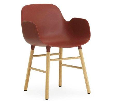 Normann Copenhagen Lænestol form rødt plast eg 79,8x56x52cm