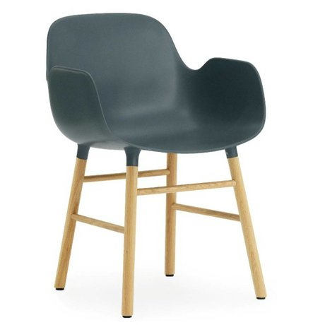 Normann Copenhagen Stuhl mit Armlehnen Form in blau Eichenholz und Kunststoff 79,8x56x52cm