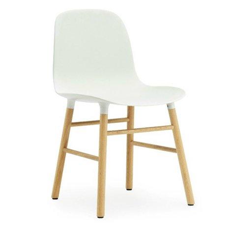 Normann Copenhagen Stuhl Form in weiß aus Eichenholz und Kunststoff 78x48x52cm