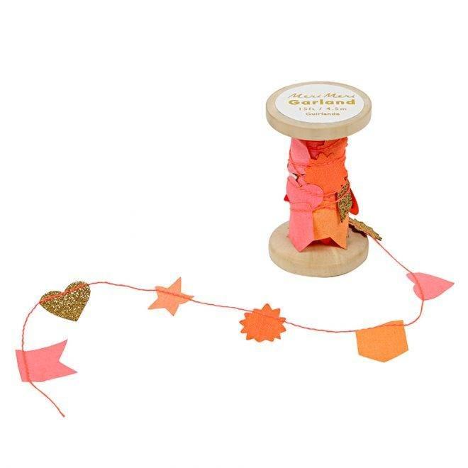 MERIMERI Pink garland on wooden spool