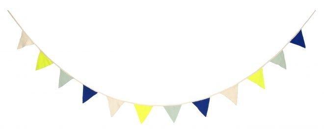 MERIMERI Knitted flag blue bunting