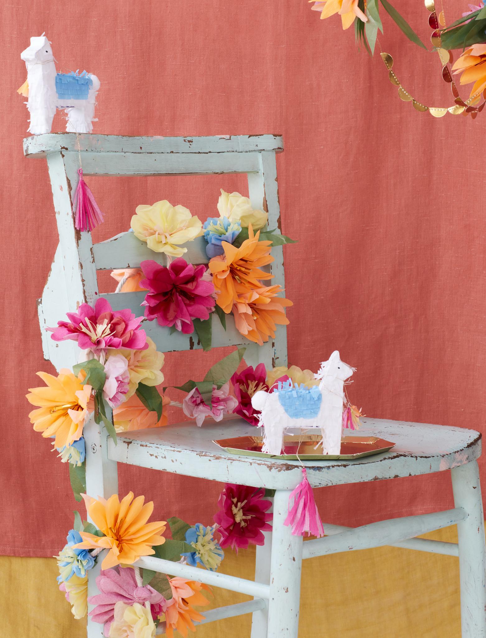 MERIMERI Bright blossom garland