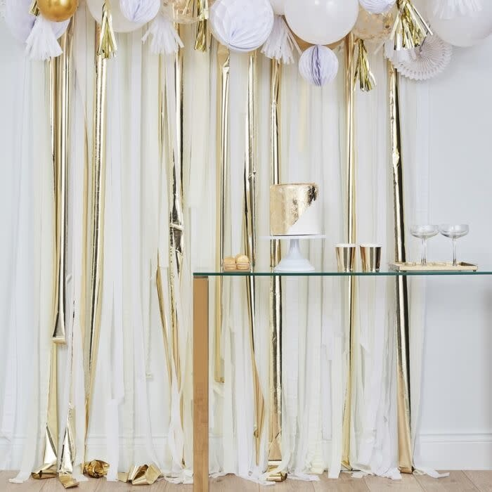GINGERRAY GOLD METALLIC PARTY STREAMERS BACKDROP
