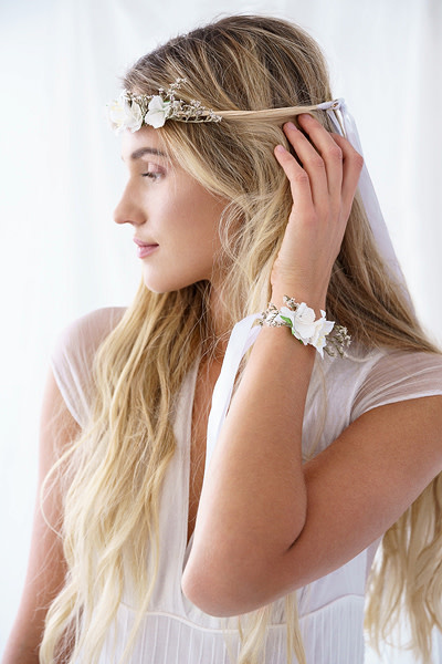 PD Flower wrist corsage, white