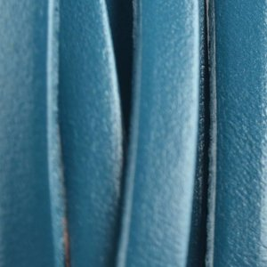 Blauw Plat leer petrol metallic 5x1.5mm - prijs per cm