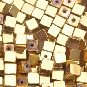 Goud Edelsteen vierkant hematiet gold plated 4mm - 10 stuks