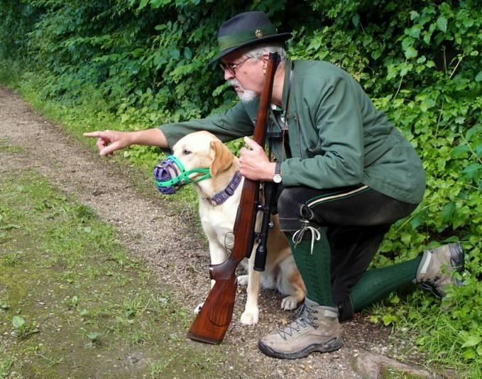 Wanderer, Hund und Jäger als Gegner?