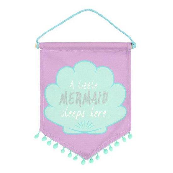'A Little Mermaid Sleeps Here' Stofffahne zum Aufhängen