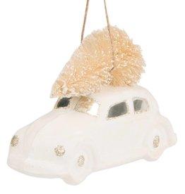 Weiß-goldenes Auto mit Weihnachtsbaum