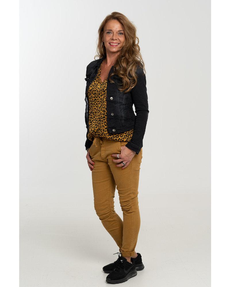 Gemma Ricceri Shirt silk touch v hals panterprint okergeel