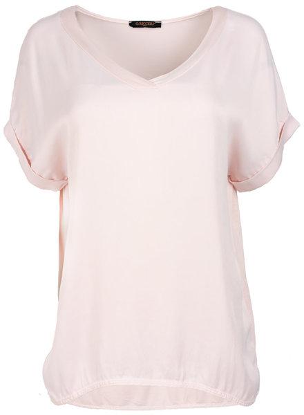 Gemma Ricceri Shirt lichtroze silk touch v hals