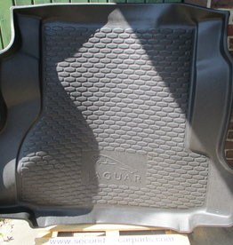 T2H6127 Rubber Trunk Loadspace Liner