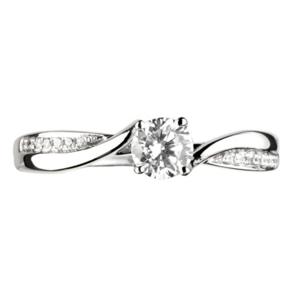 Private Label CvdK Een 18 krt. witgouden ring met een briljant van 0,23 ct. en 14 briljantjes totaal 0.04 ct. VSI/TopWesselton