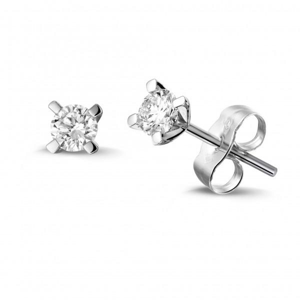 Private Label CvdK Een paar 14 krt. witgouden solitair oorknoppen diamant, 2 x briljant geslepen, totaal 0,20 ct.