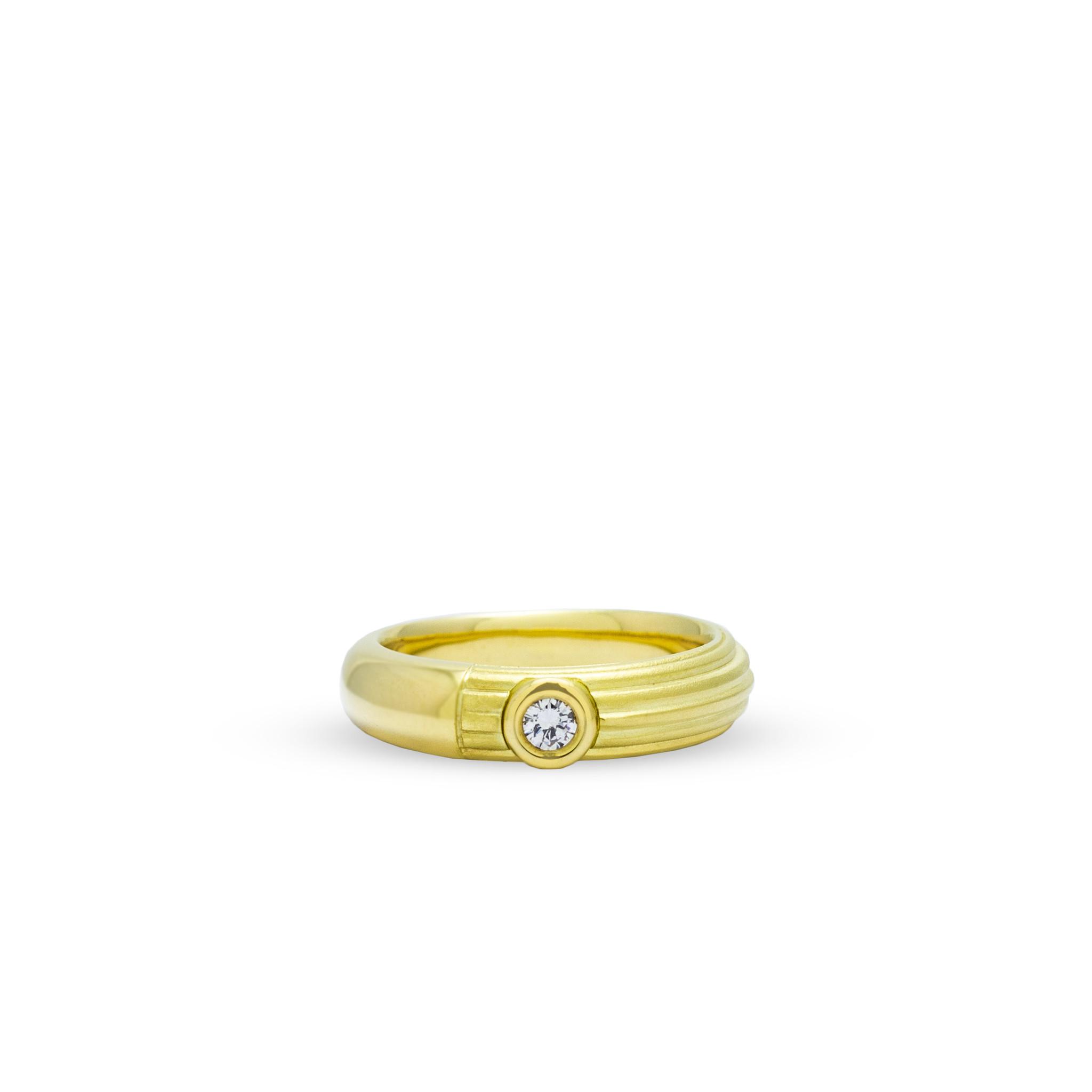 Private Label CvdK Een 18kt geelgouden ring met diamant
