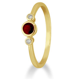 Private Label CvdK Een 14kt. geelgouden ring met robijn en diamant
