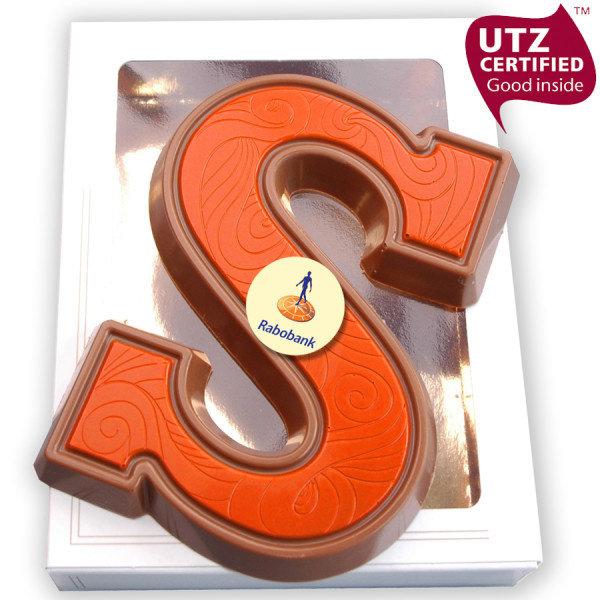 Chocoladeletter S ingekleurd met logo