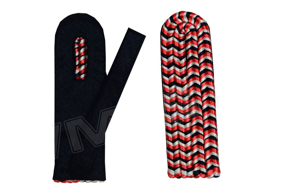 Schulterstücke schwarz-rot-weiß, Unterlage schwarz