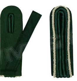 4-streifige Schulterstücke - grün mit silber Kordel