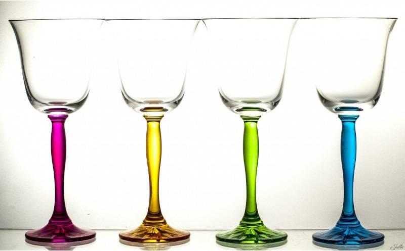 Julia - 1842  Carat - Weinglasset 4 -teilig mit farbigem Stiel oder Kelch