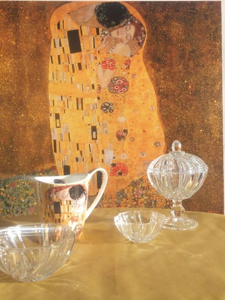 IRENA -  1924  Kleine Bonbonniere aus Glas  mit Relief Muster