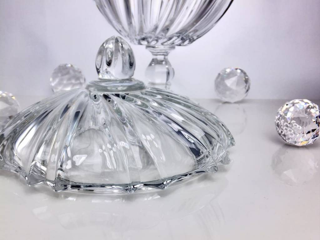 IRENA -  1924  Große Bonbonniere aus Glas  mit Relief Muster