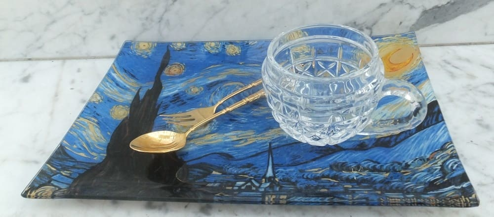 Vincent van Gogh collection on porcelain, glass and cushions.