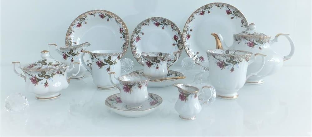 Marie - Rose - exclusive porcelain line with real gold rim (dishwasher safe)