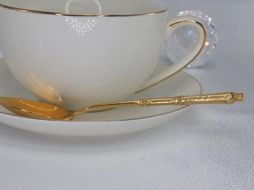 CARMANI - 1990 Teetasse  mit Untertasse in Weiß / Gold