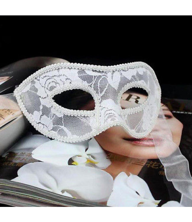 Wit Venetiaans masker (kant)