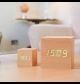 Click Clock cube maxi beukenhout met groene led