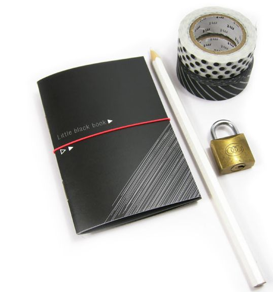Little black book & witte gelpen