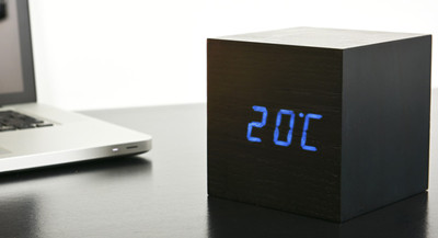Click Clock cube maxi zwart met blauwe led