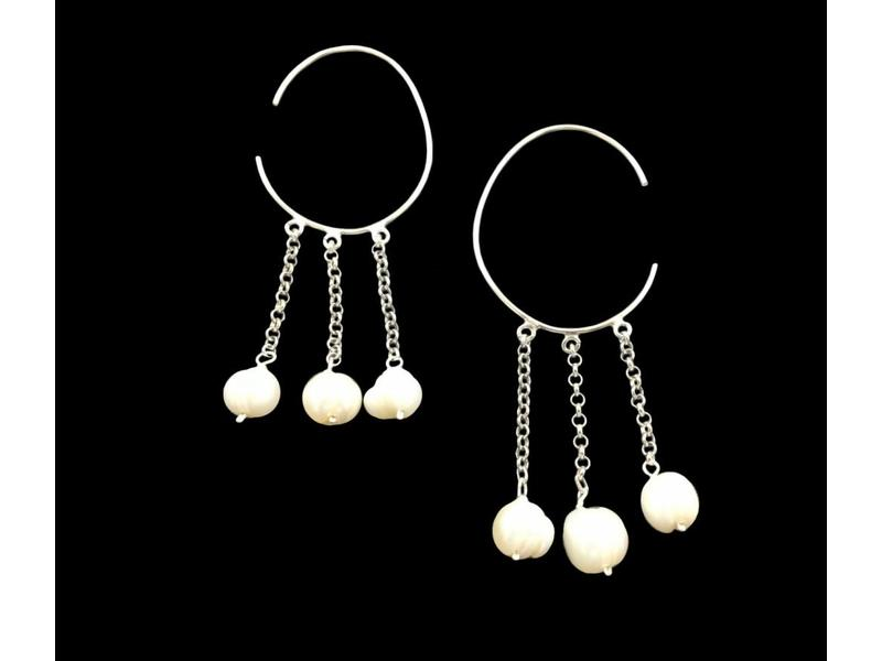LARGE HOOP EARRINGS WITH CHAINS AND PEARLS