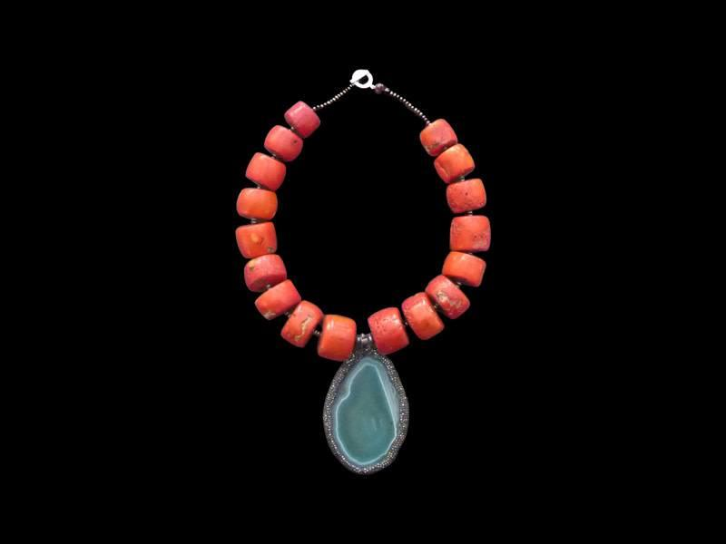 CORAL NECKLACE WITH GREEN AGATE PENDANT